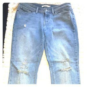 Distressed Levi's 711 skinny jeans